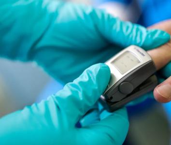 Уровень кислорода в крови при Ковид-19: когда звать на помощь?